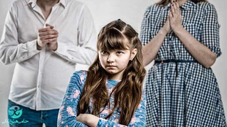 والدین وابسته | آسیبهای والدین وابسته به فرزندشان چگونه است؟