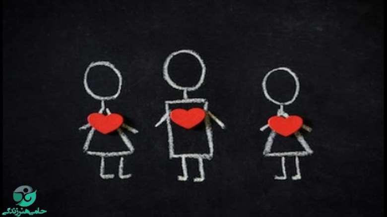 همزمان عاشق دو نفر شدن | نشانهها و راهکارهای حل مشکل چیست؟