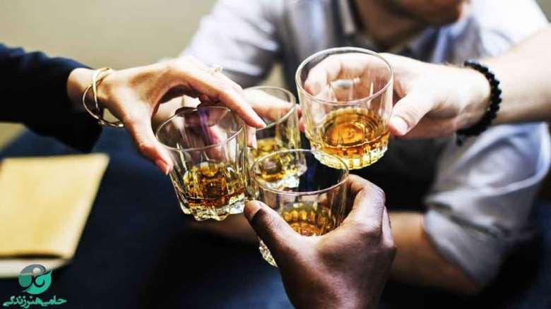 عوارض خوردن الکل طبی | چرا نباید الکل سفید را خورد؟