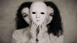 اختلال چند شخصیتی | علایم، علل و درمان اختلال هویت تجزیه ای