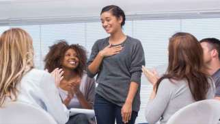 مراحل و انواع جلسات گروه درمانی