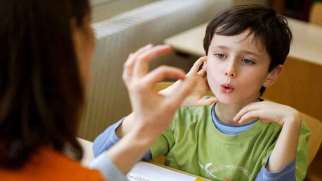 لکنت زبان | نشانه ها، علائم لکنت زبان ناگهانی چیست؟