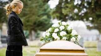 اثرات مرگ والدین بر کودکان و راه های کمک کردن به آنان