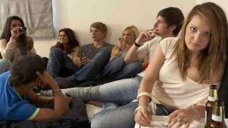 نقش دوستان در گرایش جوانان به مصرف مواد مخدر