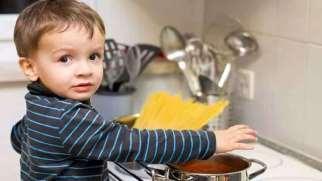 چگونه به کودک یاد بدهیم به وسایل بزرگترها دست نزند؟
