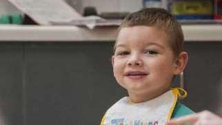 تاخیر در رشد کودک | نشانه ها، علت و درمان تاخیر در رشد کودک