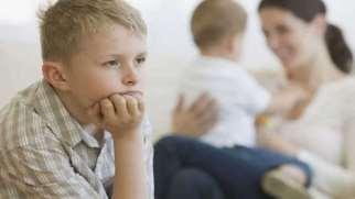 حسادت فرزند اول | نشانه ها، علل و راه های کاهش حسادت فرزند اول