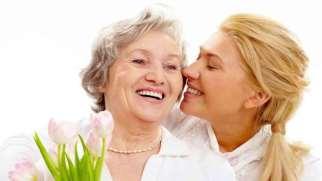 خوشحال کردن مادر | چگونه مادرم را خوشحال کنم؟