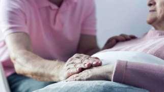 رفتار با بیمار در حال مرگ | چگونه با بیمار در حال مرگ صحبت کنیم؟