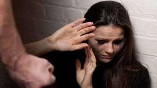 همسر آزاری | علل، انواع و راه های مقابله با همسر آزاری