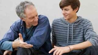 احترام به پدر | چرا و چگونه به پدر احترام بگذاریم؟