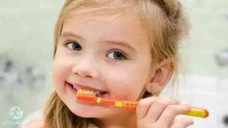 مسواک زدن کودک | بهترین روشهای آموزش مسواک زدن به کودک