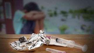 اعتیاد پدر و مادر | آثار مخرب اعتیاد والدین