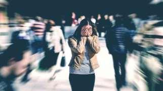 حملات پانیک | نشانه ها، علل و درمان بیماری وحشت زدگی
