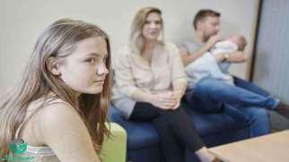 ارتباط با پدر و مادر | توصیههایی برای برقراری ارتباط سالم با والدین