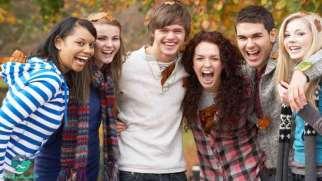 انتخاب دوست در نوجوانی | چگونه در انتخاب دوست به نوجوان خود کمک کنیم؟